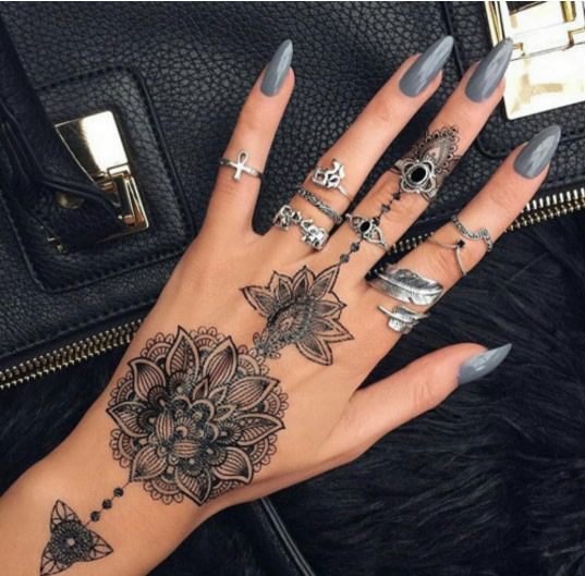 The International Bride : Henna Tattoo