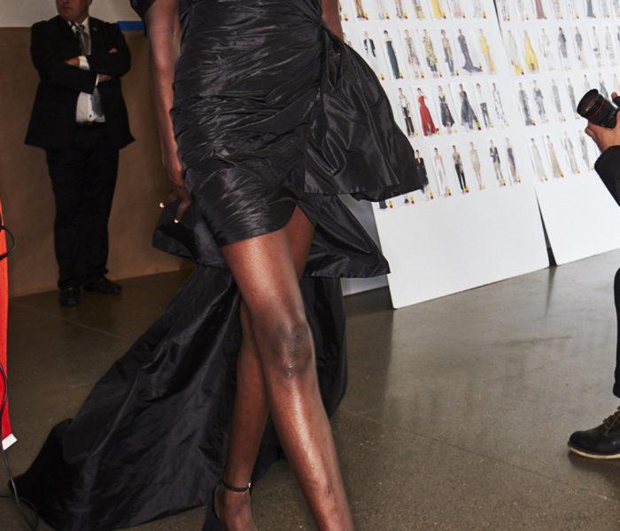 Oscar De La Renta – Black One-Shoulder Strapless Dress With Train